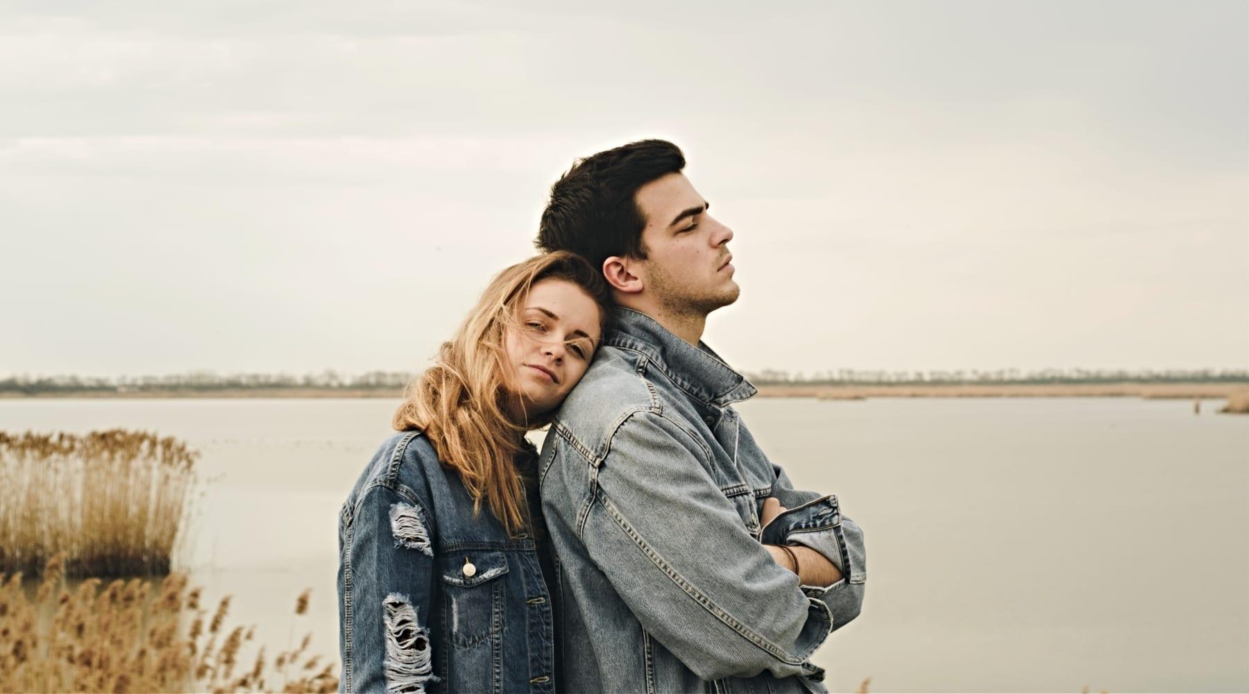 couple-shoreline