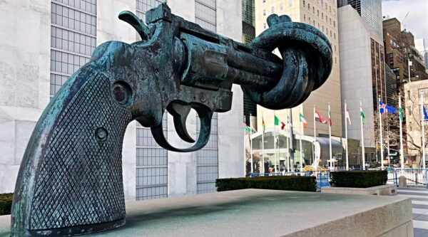 Gun statue with twisted barrel outside the United Nations