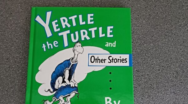 Book cover of Dr. Seuss' Yertle the Turtle