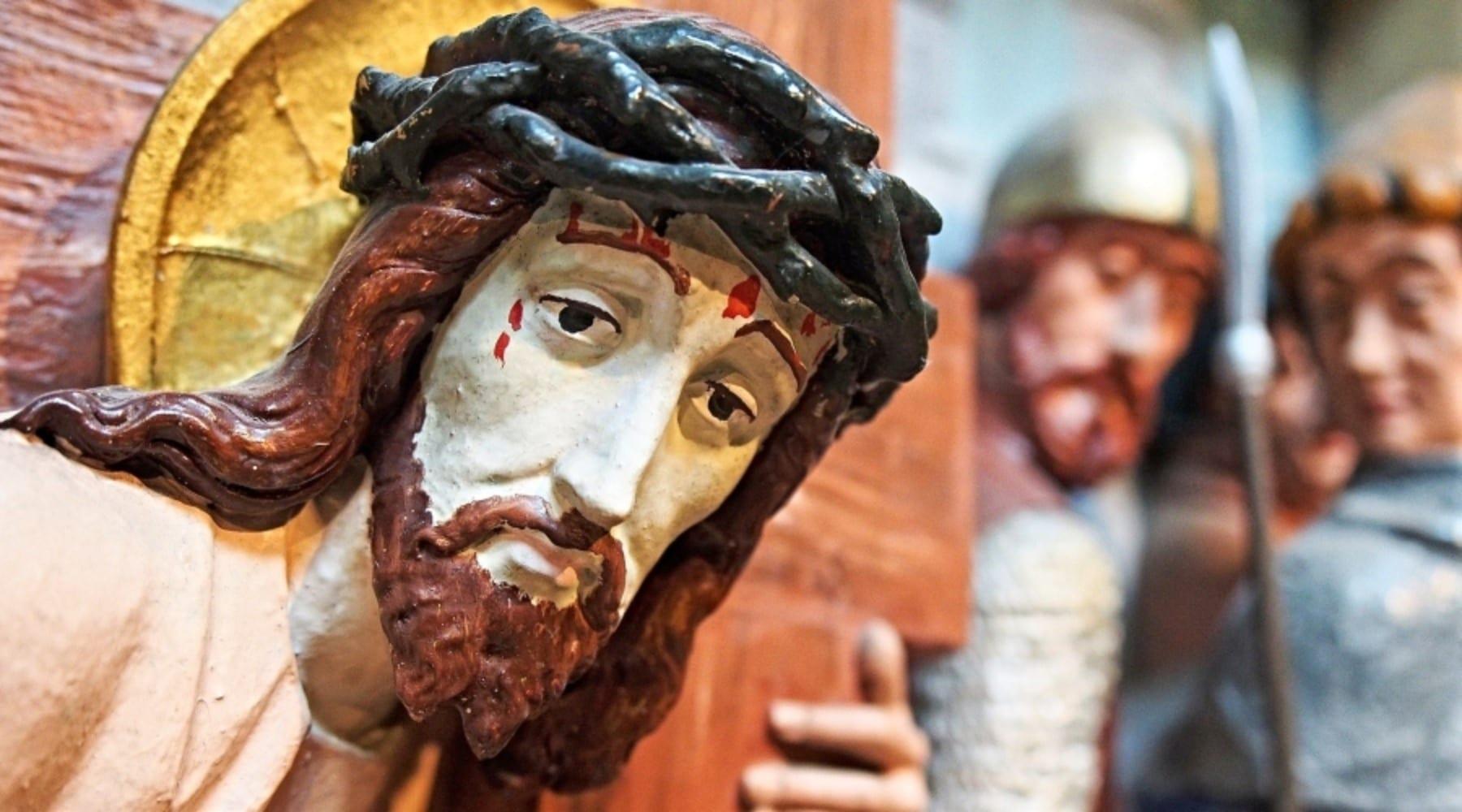 Figure of Jesus carrying cross