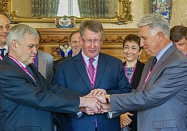 BMS global ambassador David Coffey prayed with Baptist leaders from Ukraine and Russia, each of them praying in their own language, at the resolution signing. (Photo: BMS World Mission)
